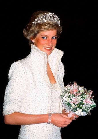 Koleksi Busana Putri Diana Dipamerkan