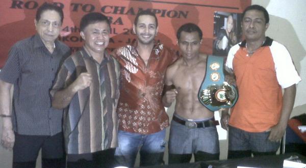 Petinju Indonesia Tantang Juara Dunia WBA