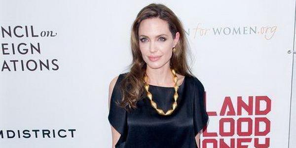 Angelina Jolie Mengidap Penyakit Mematikan?