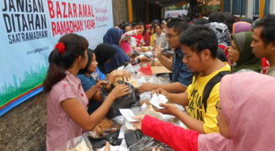 Bazar Ramadan, Ratusan Warga Serbu Paket Sembako Gratis
