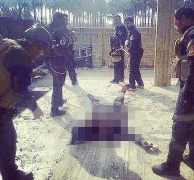 Foto Tentara Irak Bantai Militan ISIS Tersebar