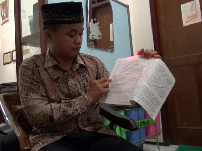 - Disdik Jombang Tak Akan Tarik Buku Mirip Ajaran ISIS.