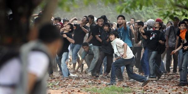 Massa Bentrok di Setiabudi, 1 Orang Tertembak