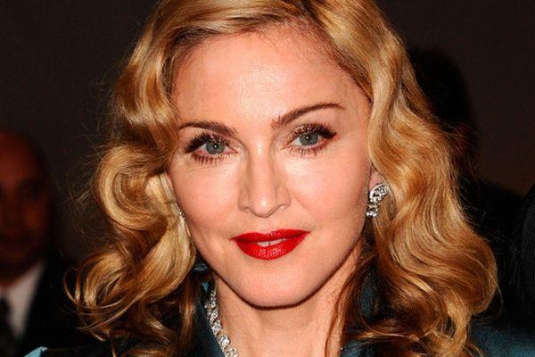 Bugil, Madonna Protes Penembakan Gadis Kecil di Pakistan