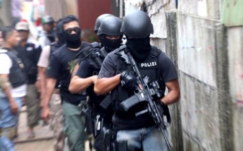 Baku Tembak Dua Teroris Tewas   Dua Polisi Terluka