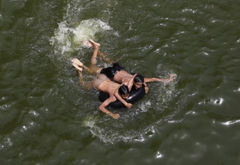 Gelombang Panas Melelehkan Jalan di New Delhi