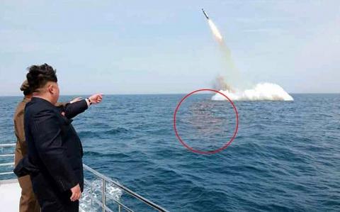 Kim Jongun Gembargemborkan Uji Coba Rudal Palsu
