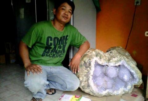 Warga Yogyakarta Temukan Batu Kristal Ungu 3 Kuintal