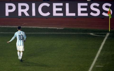 Sihir Messi Paksa Paraguay Bertekuk Lutut