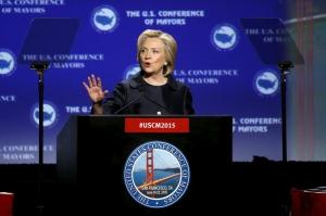 Hillary Clinton: AS Harus Lebih Pintar untuk Hadapi Putin
