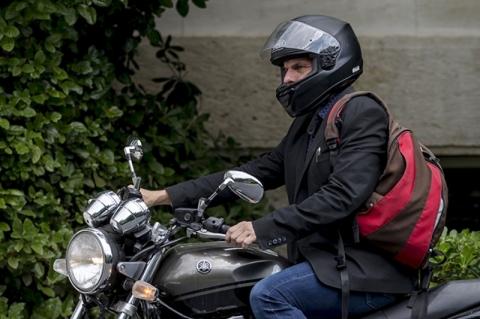 Sosok iNyentriki Mantan Menteri Keuangan Yunani
