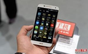 Asus Pegasus 2 Plus, Smartphone RAM 3 GB dengan Prosesor Octa Core