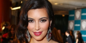 Buktikan Kehamilan, Kim Kardashian Siap Foto Bugil