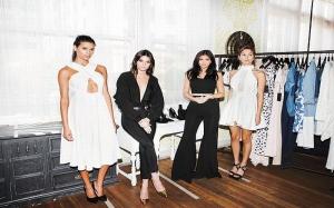 Kendall & Kylie Jenner Rilis Koleksi Sepatu