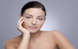 Trik Bikin Hidung Mancung dengan Teknik Make Up