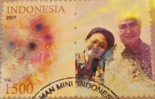 Foto Mesra Mantan Presiden Soeharto Dijadikan Prangko
