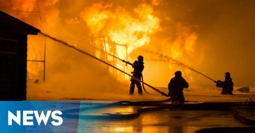 29 Unit Damkar Dikerahkan Padamkan Kebakaran di Tomang