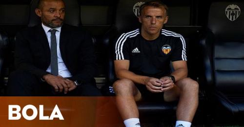 Neville Diyakini Belum Pantas Besut Valencia