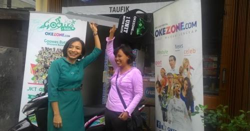 Senyum Merekah di Wajah Siti Pemenang Doorprize Sepeda Motor dari Goowes Batik Okezone 2016