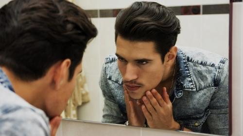 Tips Merawat Kulit Berminyak bagi Pria