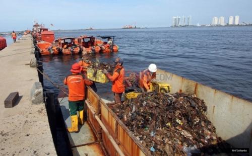 Sampah Plastik Hingga 2.000 Meter di Bawah Laut, Sebagian dari Singapura