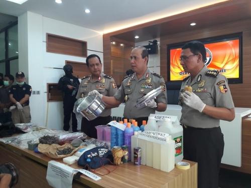 Tersangka Teror Bom Panci: Tukang Listrik dan Pedagang Susu Keliling