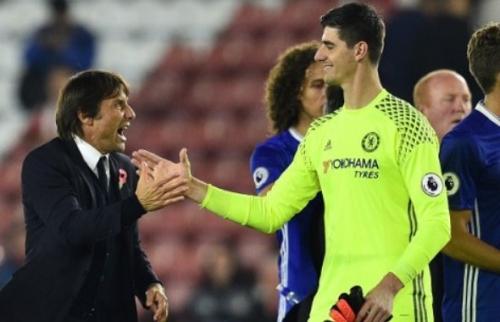 Courtois Yakin Conte Bakal Bertahan Lama di Chelsea
