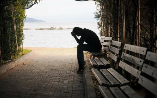 Inilah 5 Tahapan Kesedihan yang Harus Dilalui ketika Kehilangan Orang Tercinta
