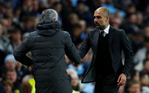 Usai Derby Manchester, Neville Turut Soroti Kinerja Guardiola dan Mourinho