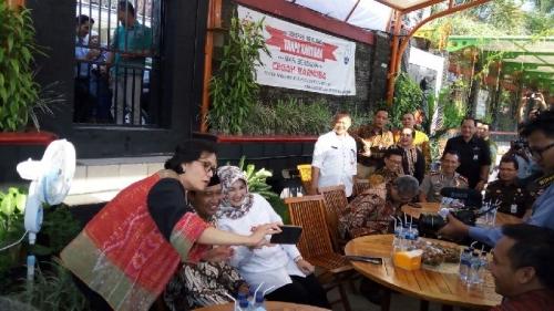 Pujian Sri Mulyani ke Kepala Desa Ponggok: Dia Hebat, Mana Ponsel Saya? Saya Mau Selfie