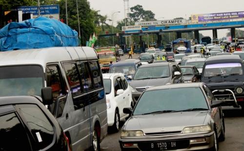 Sistem Ganjil-Genap di Tol Jakarta-Cikampek, Kemenhub: Jangan Sampai Ada yang Beli Mobil Lagi