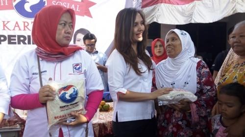 Ketika Nenek Maisyah Senang Dapat Beras Gratis dari Kartini Perindo