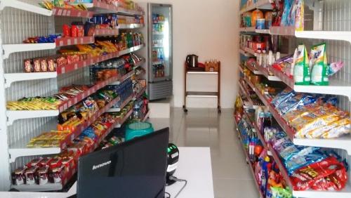 Bisa Ngutang, Warung Tradisional Tak Terpengaruh dengan Adanya Online Shop