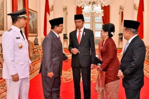 Prabowo-Jokowi Akrab saat Pelantikan Anies-Sandi, Gerindra: Itu Cara Hidup Politik yang Benar