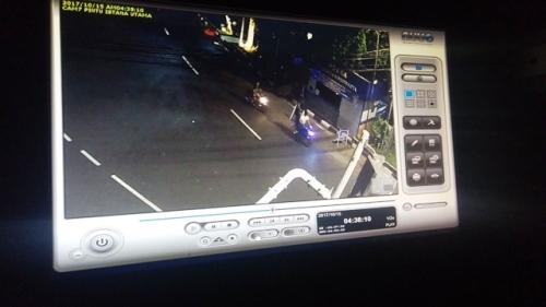 Nah Loh, Pelemparan Batu di Pos Polisi Istana Bogor Terekam CCTV