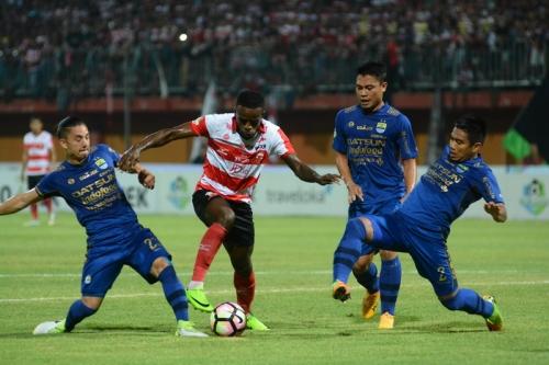 Persib Bandung dalam Kondisi Tertekan, Madura United Siap Manfaatkan Celah