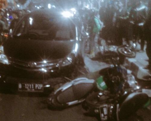 Kecelakaan Dekat Stasiun Cawang, Avanza Tabrak Empat Motor