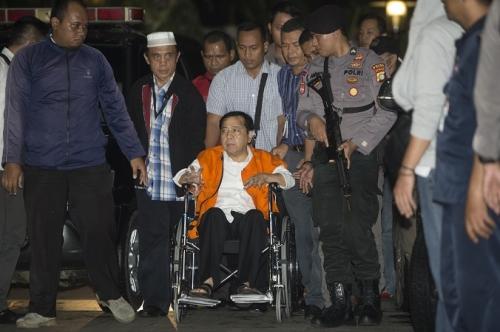 Dengan Pengawalan Ketat, Setya Novanto Dibawa ke KPK