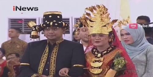 Pesta Resepsi Pernikahan Adat Mandailing, Kahiyang Ayu Cantik Pakai Kebaya Merah