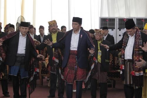 Hanya Belajar Sehari, Presiden Jokowi Bisa Manortor di Resepsi Kahiyang