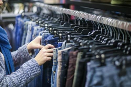 Beli Celana Jins lewat Online, Wanita Ini Temukan Underwear Kotor di Kantong Celana