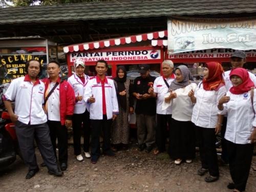 Perindo Kabupaten Bandung Kembali Bagikan Gerobak UMKM