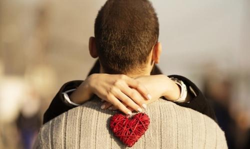 Hal-Hal Konyol yang Dilakukan Seseorang saat Jatuh Cinta
