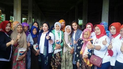Bantu Masyarakat Kurang Mampu, Kartini Perindo Bagi-Bagi Beras di Bogor