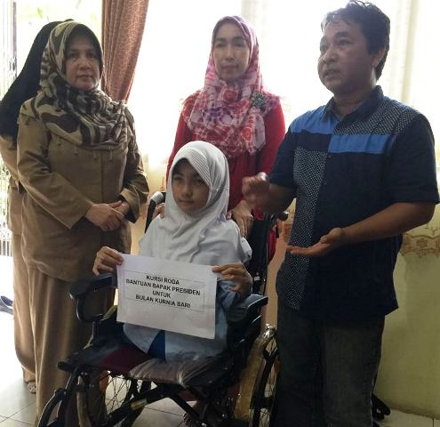 Tulis Surat ke Presiden Jokowi, Siswi SD Difabel Dapat Kursi Roda