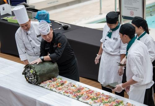 Seperti Inilah Penampakan Sushi Roll Terbesar di Dunia, Berani Coba?