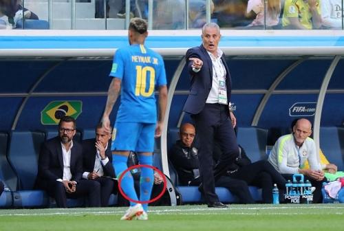 Kaus Kaki Neymar 2 Kali Sobek di 2 Matchday Pertama Piala Dunia 2018